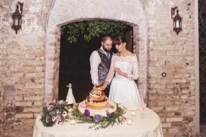 ITALIAN WEDDING CAKE CUTTING