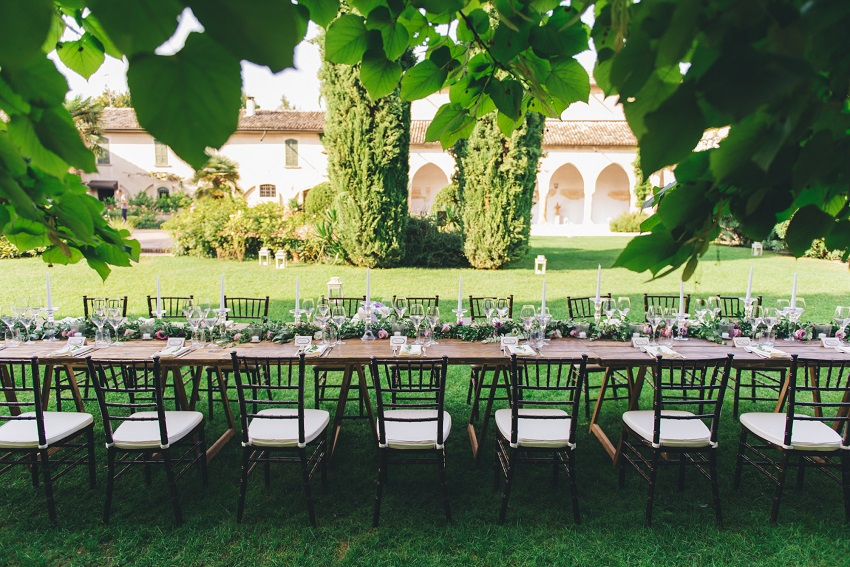 al fresco dining wedding in italy
