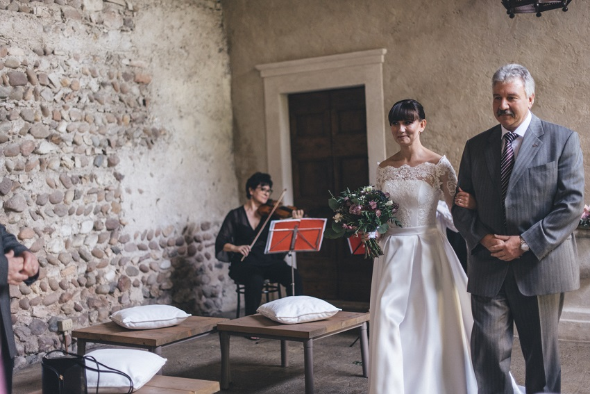 bride walks in wedding ceremony Italy