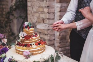 wedding naked cake with berries- italy wedding