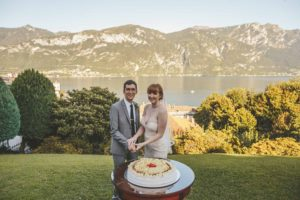 lake como wedding cake cutting