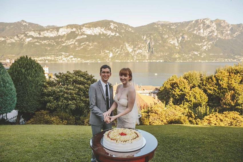 lake como wedding cake cutting
