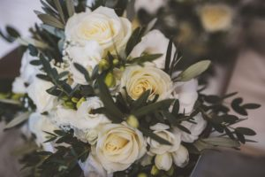 roses_and_olive_bouquet