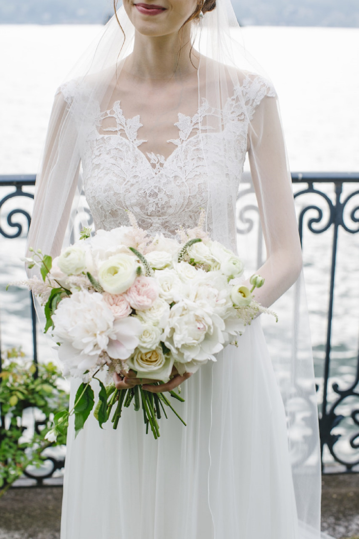 PEONIES_AND_ROSES_WEDDING_BOUQUET