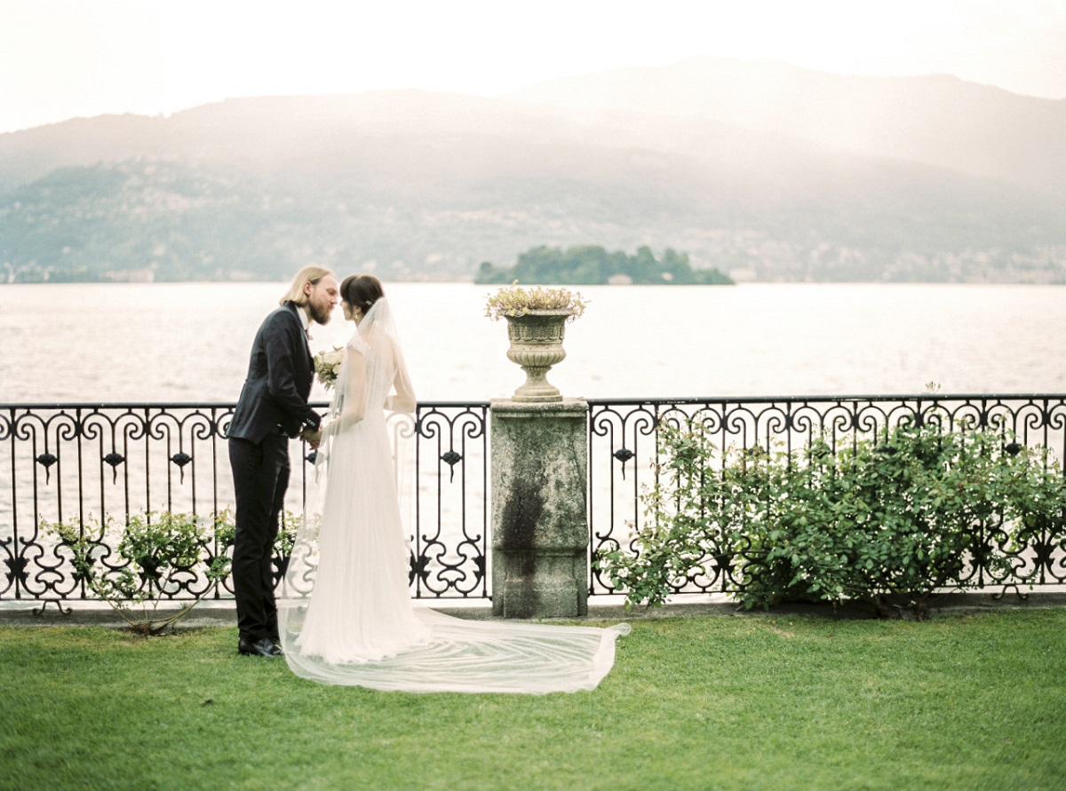 ROMANTIC_WEDDING_PHOTO_LAKE_ITALY